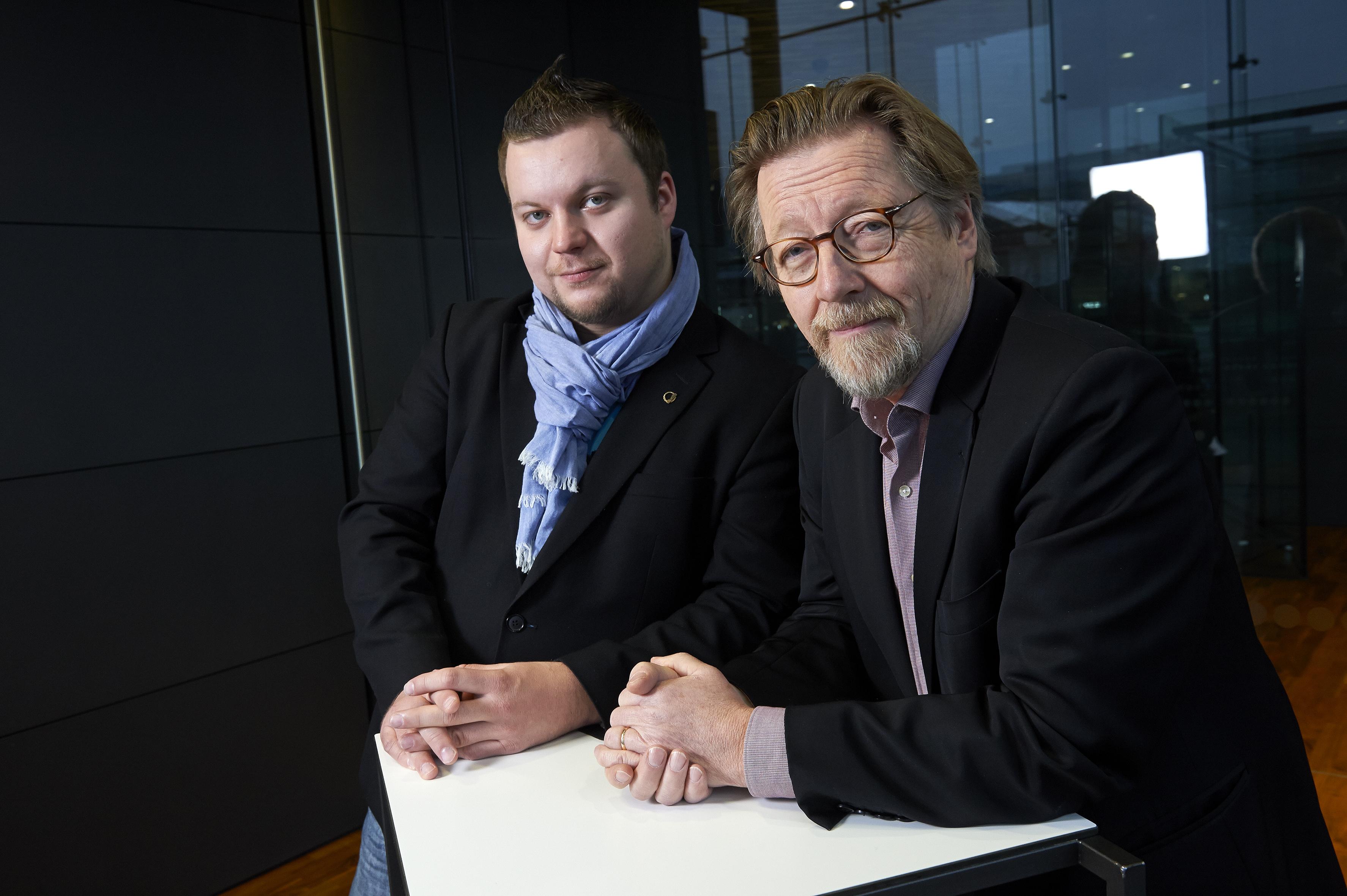 Jarmo Kallunki (vas.) ja Erno Lehtinen keskustelivat koulutuksesta. Kuva Pekka Elomaa.